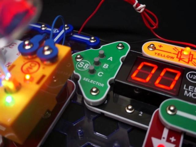 Snap Circuits Arcade Model SCA-200